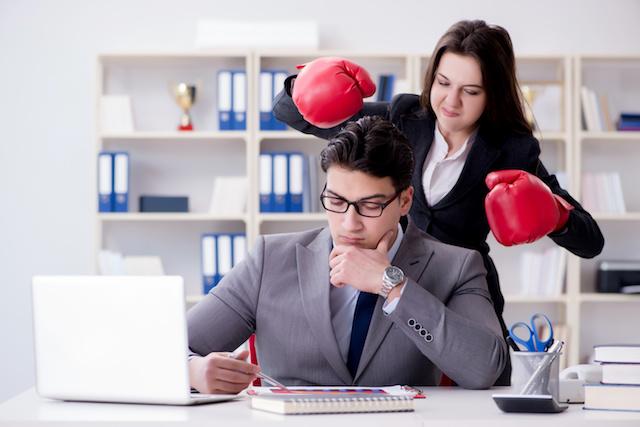 現象・Office conflict between man and woman