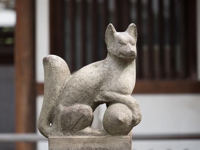 稲荷神社のキツネ
