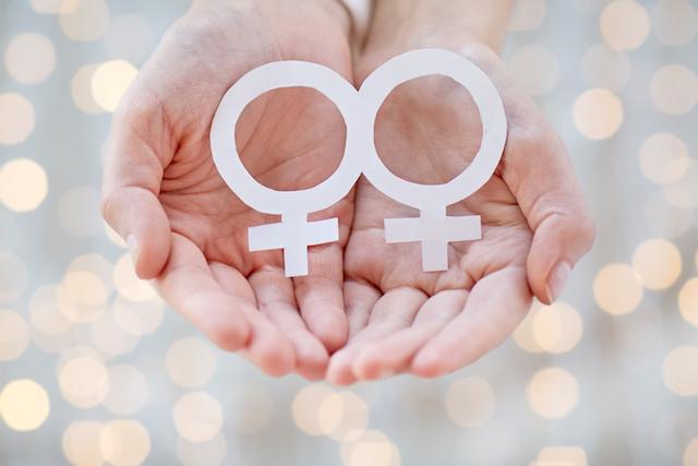 愛・レズビアンclose up of happy lesbian couple with venus symbol