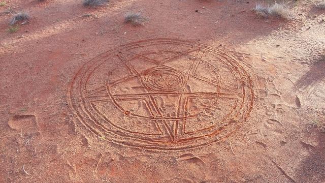 砂漠アート魔法陣