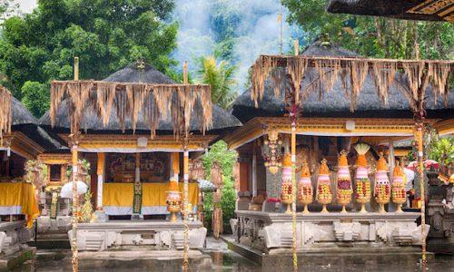 術・ヒンドゥー教Hindu food offering in a Tampak Siring temple, Bali