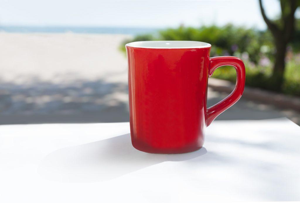 赤いマグカップ
