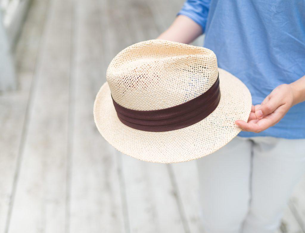 つばの広い帽子