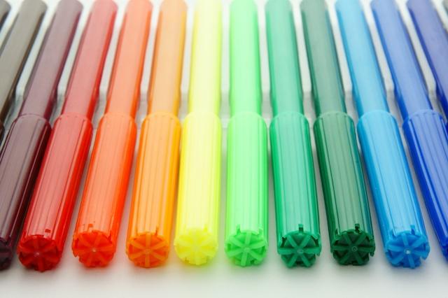 色とりどりのサインペン