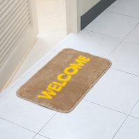 部屋・物・玄関マットWelcome doormat in front of the rest room