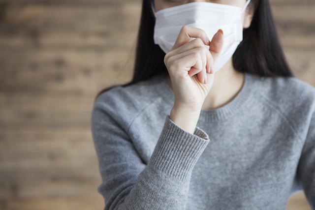 マスクする女性、風邪Woman wearing a mask has a cough