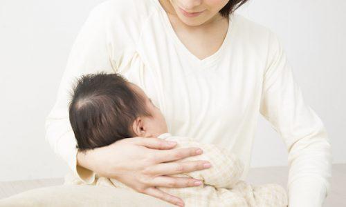 現象・赤ちゃんをあやす母親3718_01