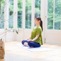 超・瞑想する女性