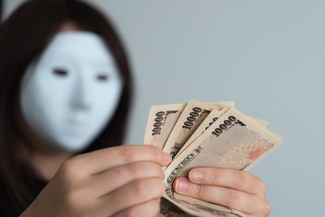マスクの女