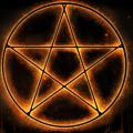 五芒星とは?強力な魔除け効果・意味・書き方。六芒星との違いを解説