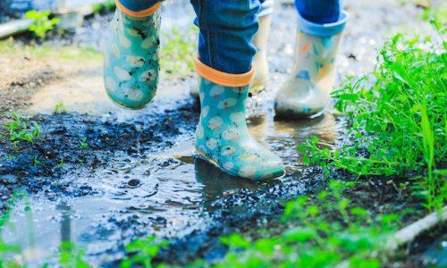 現象・子供の長靴と泥