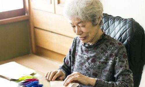 シニアの女性、老人