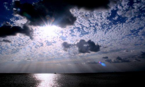 自然・晴れる、雲間