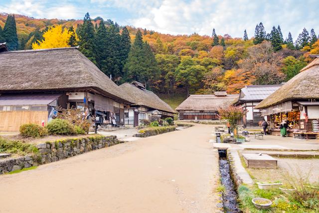 自然・田舎の村、茅葺屋根
