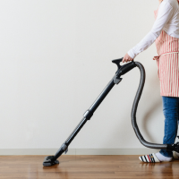 現象・物・掃除する女性