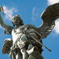 大天使ミカエルの役割や方位・色・伝説・特徴・意味を解説