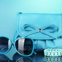 物・青色 開運、バッグサングラスブレス