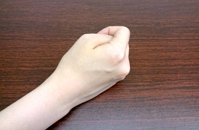 親指 隠す