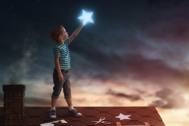 星を掴む少年