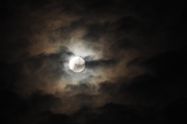 月 隠れる