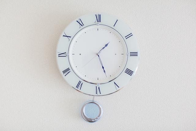 壁掛け時計プラスチック製