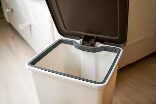 蓋付きのゴミ箱