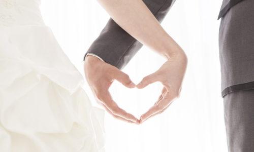 ハートを作る夫婦