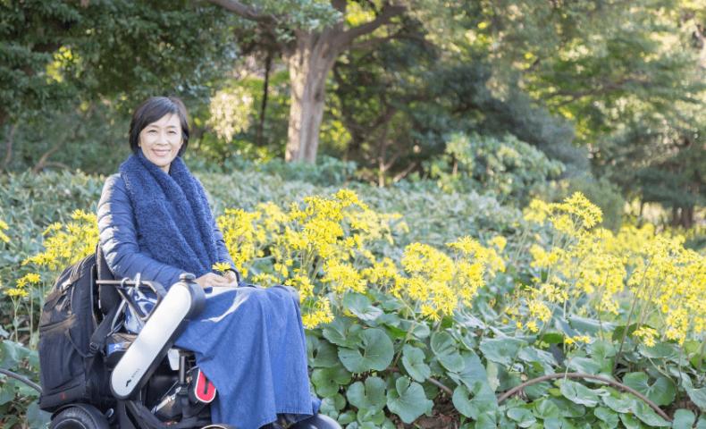 車椅子の女性