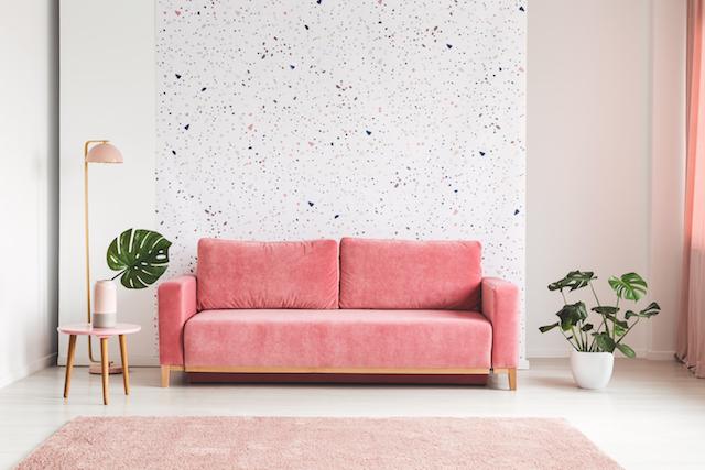 ピンクのソファ