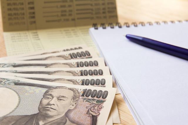 メモ帳と1万円札