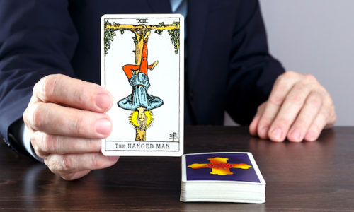 吊るされた男のカード