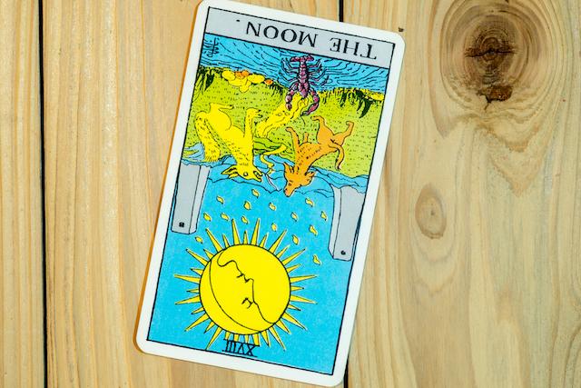 月のカード逆位置