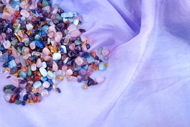 石と柔らかい布