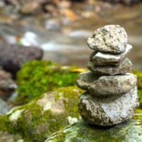 積み上げられた石