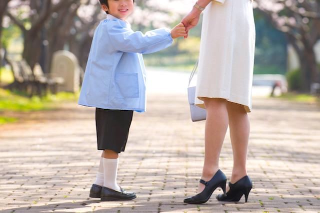 幼稚園生と母親